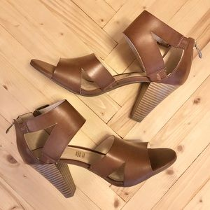 NEW LC Germaine Cognac Strappy Stacked Heels